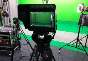 Innenansicht Studio Grün mit Kamera Film und Greenscreen Studio in Hamburg