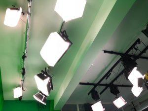Scheinwerfer in Studio Grün